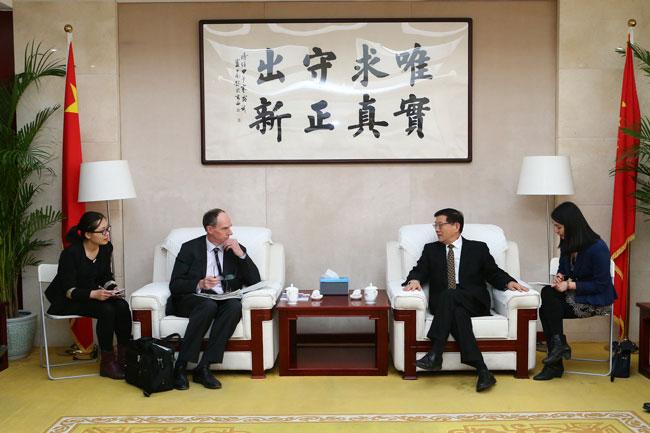 李伟主任会见英国财政部首席经济顾问 大卫·拉姆斯登先生