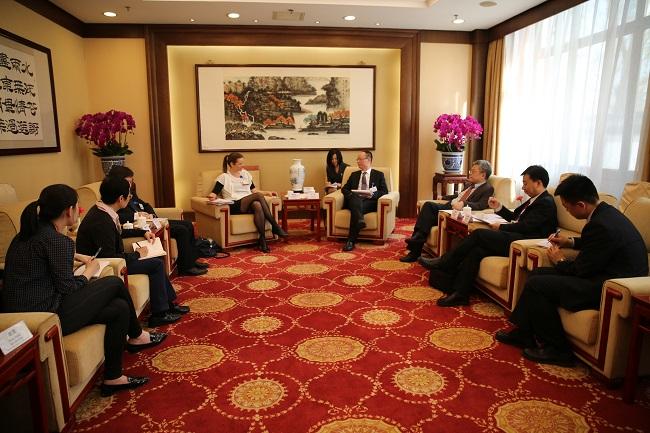 王一鸣副主任会见英国儿童投资基金会首席执行官韩佩东一行