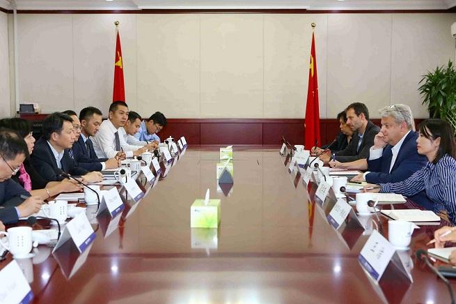 隆国强副主任会见施耐德电气集团高级副总裁图西罗